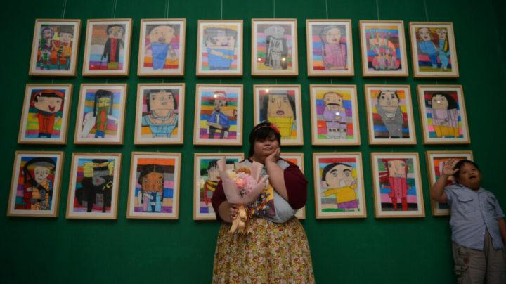 Putri Pertiwi: Pelukis Down Syndrome Multi Talenta